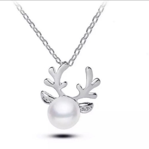 ❄️🎄Silver Reindeer Pearl Necklace🎄